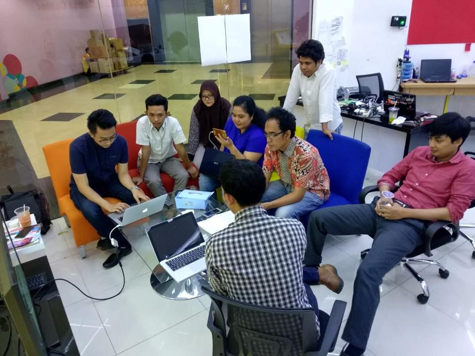 Training Accurate Online Store Mall Artha Gading