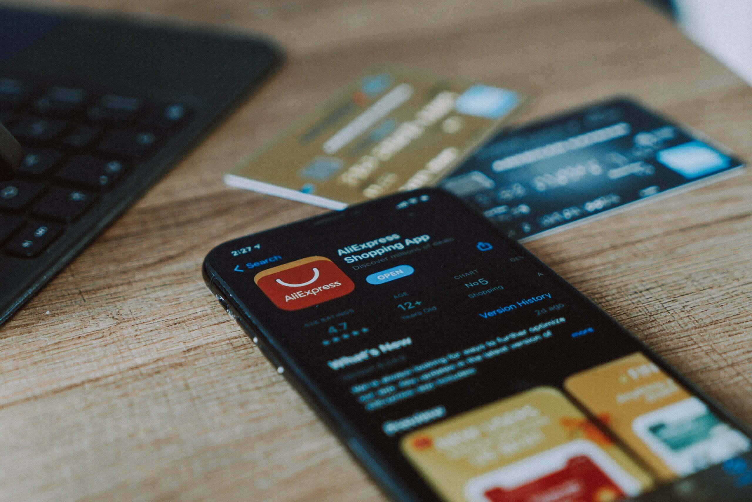 Pilih Kartu Debit atau Kartu Kredit